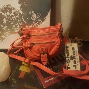 NWT Peachy T-Shirt and Jeans Crossbody